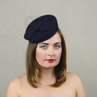 DIANA – navy felt porkpie hat with birdcage veil