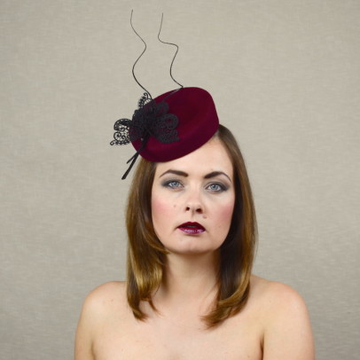 LAYLA – red wine porkpie hat with black trimming