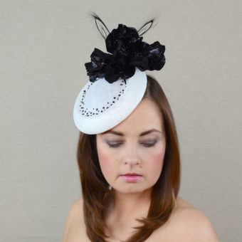 THELMA white and black hat
