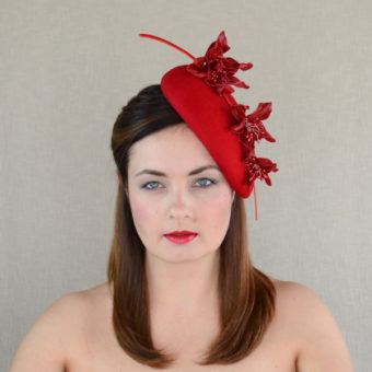 ANNIE red felt pillbox hat with leather flowers